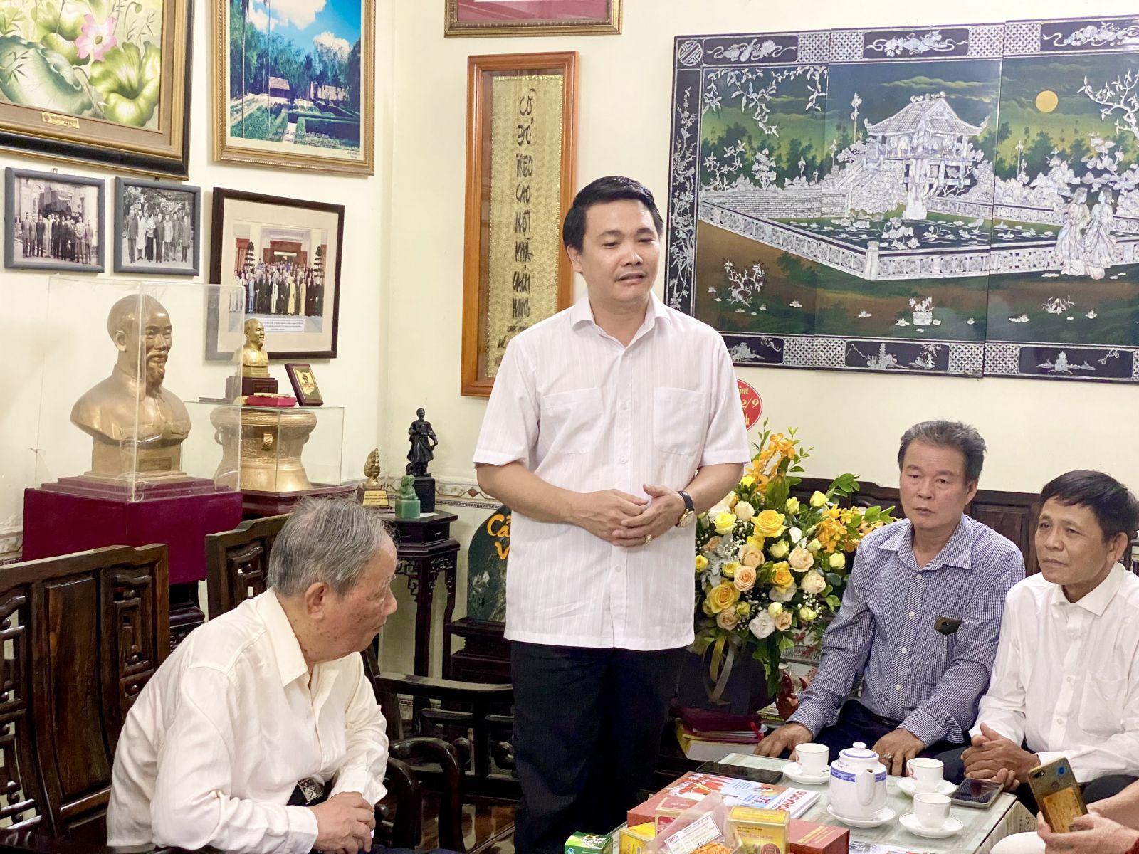 Chủ tịch Vũ Việt Anh phát biểu tri ân, chúc mừng ông Vũ Oanh